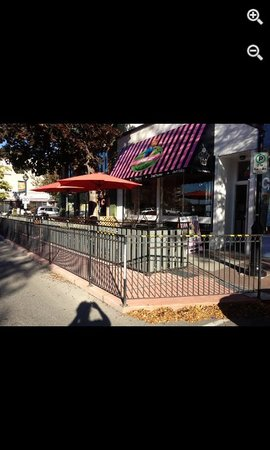 Cupcake Lady Cafe: Outdoor Patio
