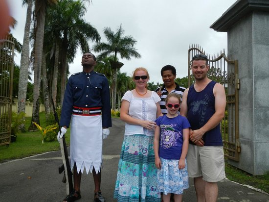 Danny's Village Homestay: Suva - Guard at the Presidential Palace