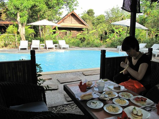 Palm Village Resort & Spa: Having our breakfast by the pool each day