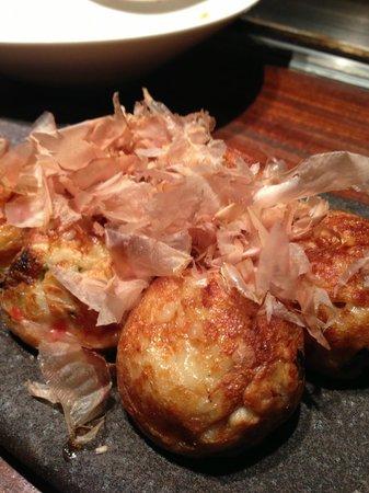 Kagurazaka Teppanya: たこ焼き、しょう油味、ソース味、ミックスがあります
