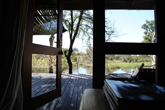 Chitwa Chitwa Private Game Reserve: access to the deck