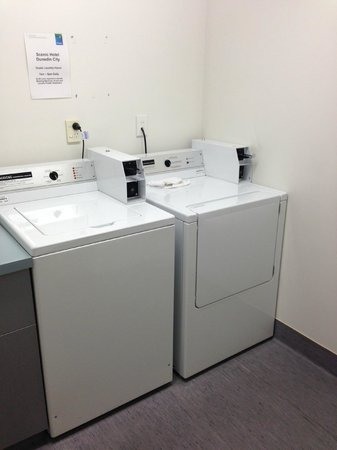 Scenic Hotel Dunedin City: Laundry area