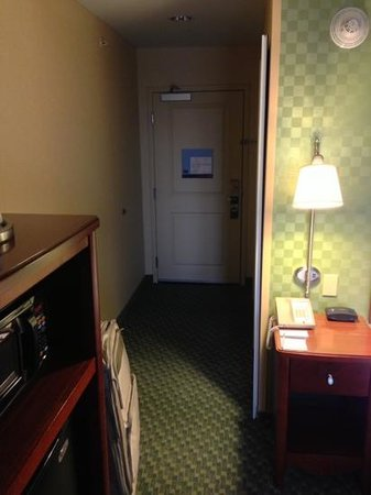 Hampton Inn & Suites El Paso West: room entryway (204)