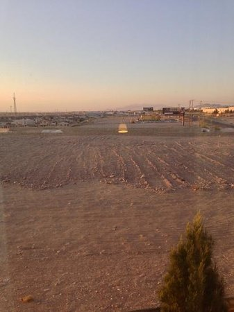 Hampton Inn & Suites El Paso West: view out of the room (204)