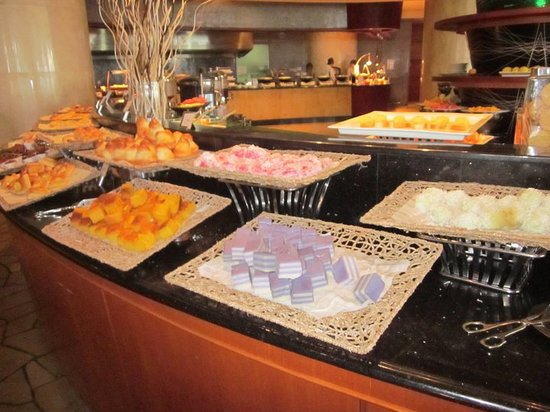 Le Meridien Kota Kinabalu: So many delicious choices from the buffet breakfast