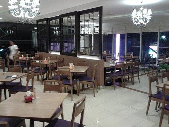 Trinity Silom Hotel: hotel dining room