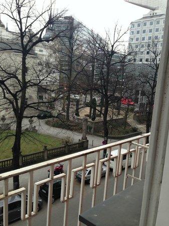 Savoy Hotel Berlin: Utsikt fra rommet i 2.etg