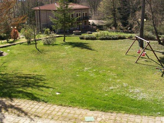 Hotel Residence Sant'Uberto: Prato e giochi