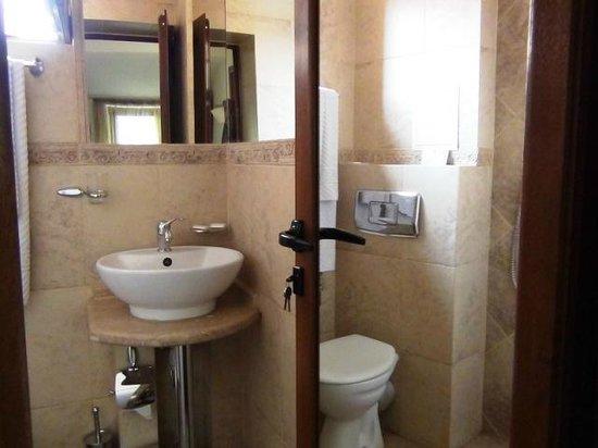 Hotel Solo: Bath 3