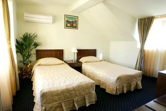 Hotel Solo: Room 5