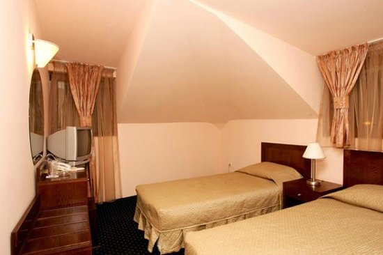 Hotel Solo: Room 7