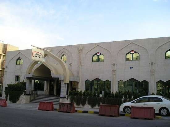 Toledo Amman Hotel: hotel on residential side (higher floor entrance)