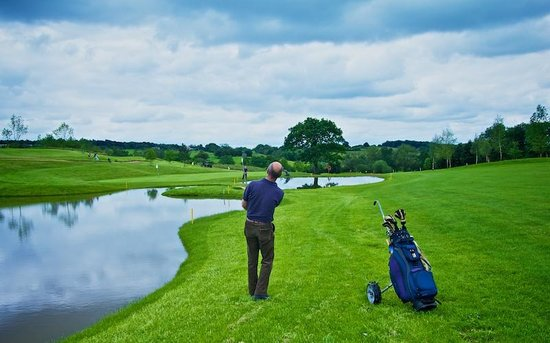 Leeds Golf Centre: Playing over the new water features to the 14th green