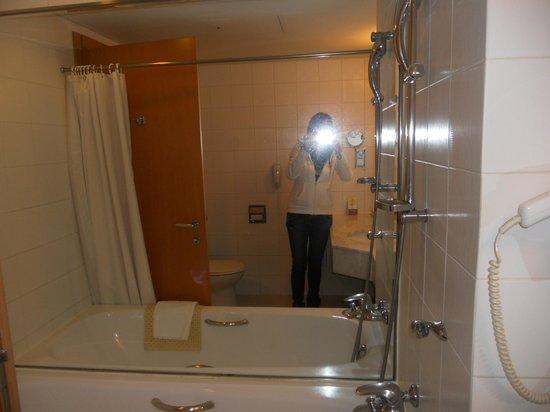 Mayfield Hotel : tub