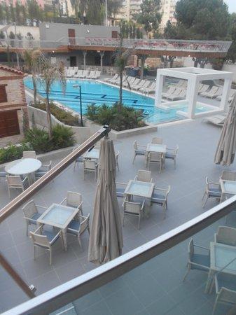 DoubleTree by Hilton Hotel Kusadasi: havuz manzarası