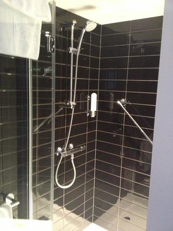 Holiday Inn Express Manchester CC-Oxford Road: amazing power shower!