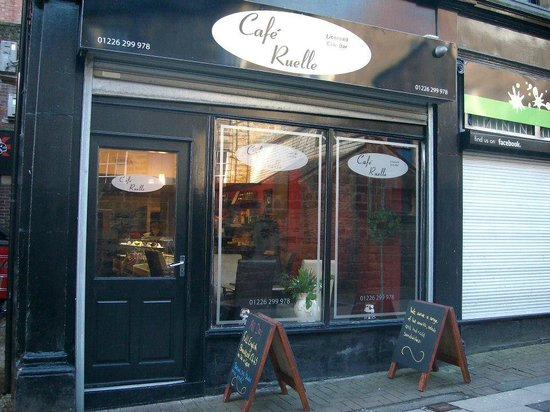 Cafe Ruelle: From the Outside
