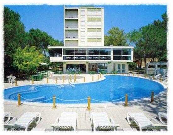 Hotel con piscina foto di hotel ambasciatori terme cervia tripadvisor - Hotel a castrocaro terme con piscina ...