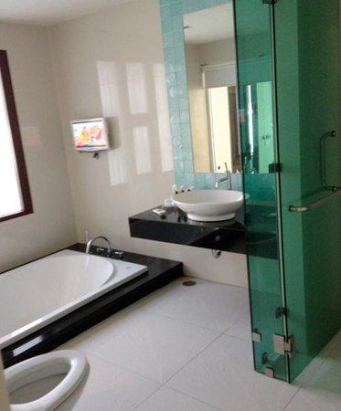 زد ثرو باي ذا زيج: ห้องน้ำในห้อง ozone