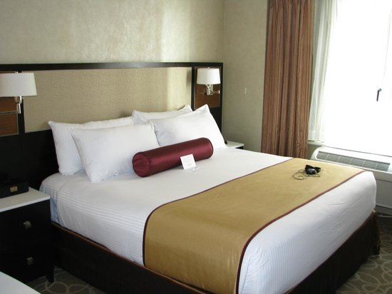Staybridge Suites Times Square - New York City: Extra large bed and a perfect sleep