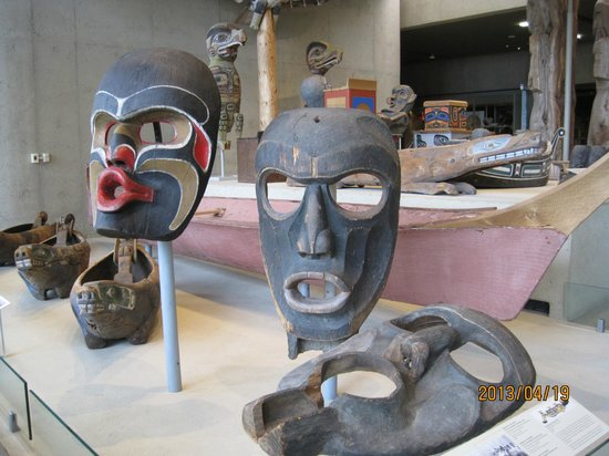 Antropologiska museet: 大きな木の仮面