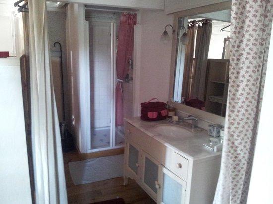 Les Trois Maillets : Salle de bain chambre 2