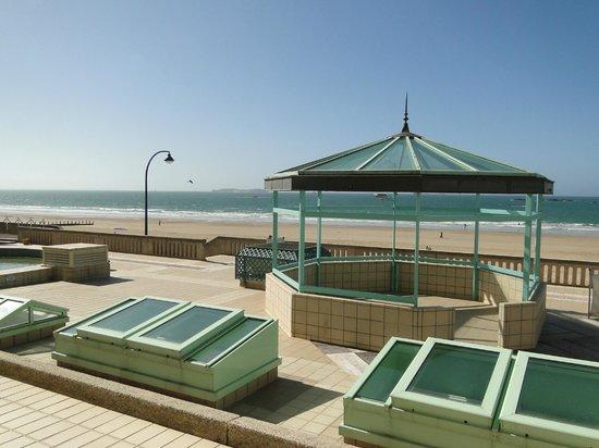 Résidence Neptunia : vue de la plage, à partir de la terrasse du site hotelier