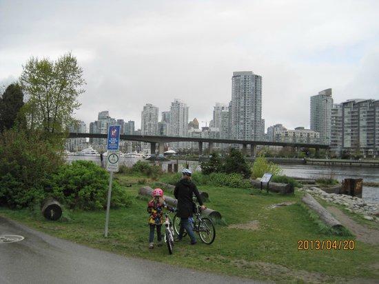 False Creek: 親子でサイクリング