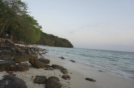 Phi Phi Natural Resort: beach