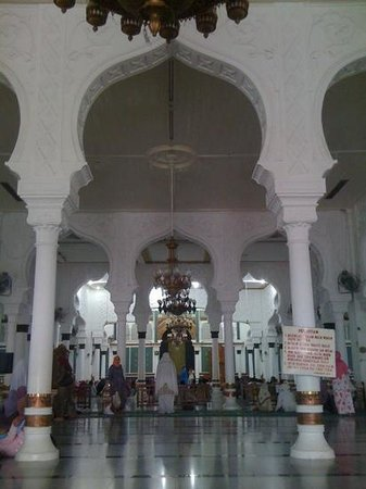 Baiturrahman Grand Mosque : inside