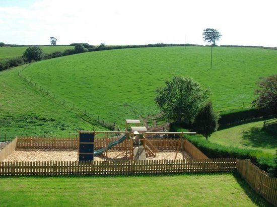 North Lee Farm Holiday Cottages: Play Area and views