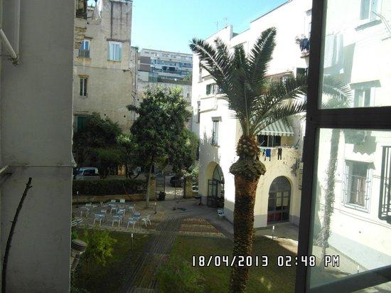 La Controra Hostel Naples: Inside garden