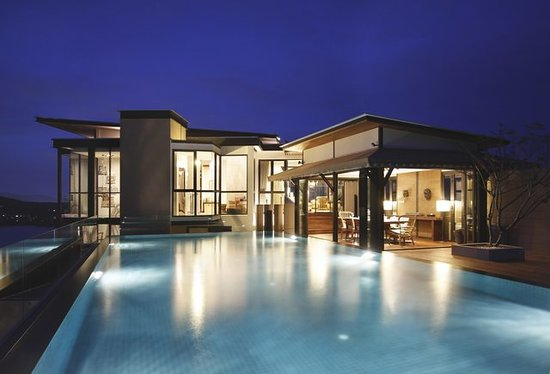 Cape Panwa Hotel: Private infinity-edge pool in night time