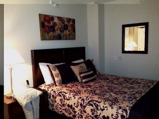 Executive Apartments: master bedroom