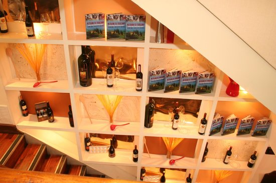 Caffe Caldesi: Display on Stairs