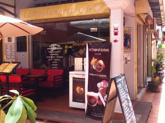 La Boulangerie-Cafe: la boulangerie exterior