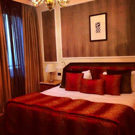Baglioni Hotel Carlton : Bedroom - king size