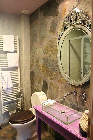 Mirtali Art Hotel : salle de bain