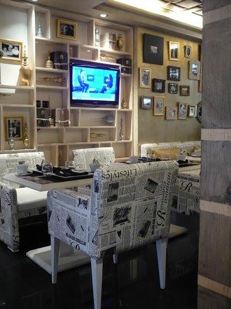 Le Trianon Luxury Hotel & Spa : breakfast area