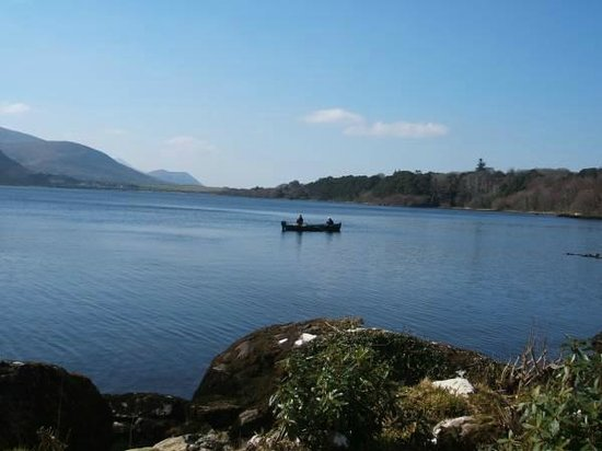 Carrig Country House & Restaurant: Fisherman on Caragh Lake , Kerry., Ireland
