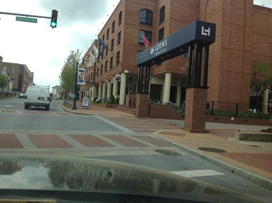 """Loews Annapolis Hotel: Turn """"Right"""" here"""