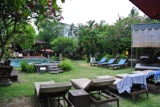 Ida Hotel: Pool area