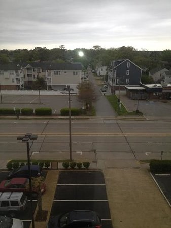 Clarion Inn & Suites Virginia Beach: view from the room