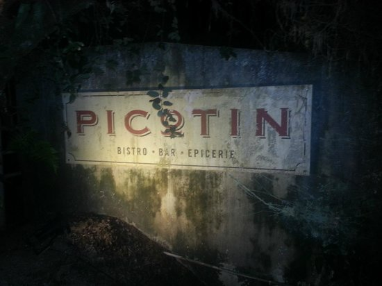 Picotin Express: Love their sign