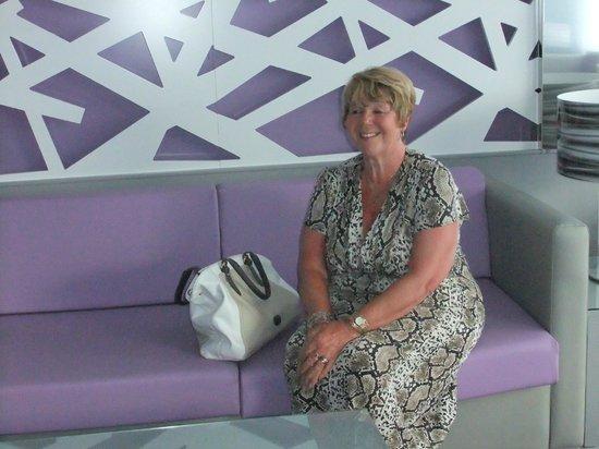Hotel Riu Nautilus: New reception colour scheme