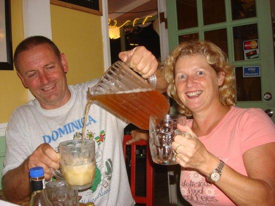 The Champs, Hotel, Restaurant & Bar: De geweldige vriendelijke eigenaren die altijd voor je klaar staan.