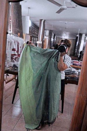 Camina Balay nga Bato: Shawls they weave themselves.