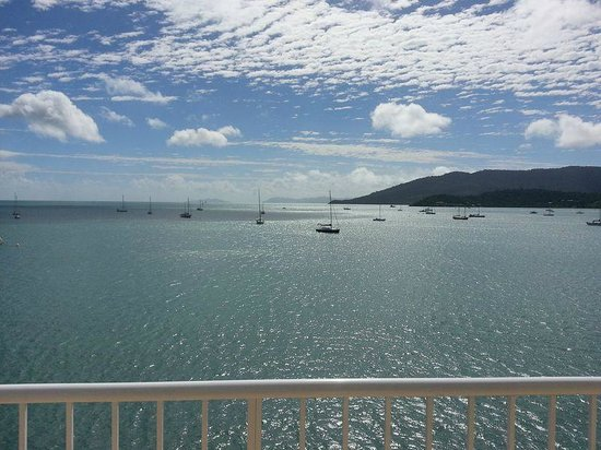 Coral Sea Resort: View from balcony out to Hayman Island