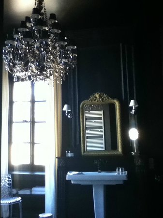 Hotel Particulier Poppa: Again with the Chandelier, I just loved it