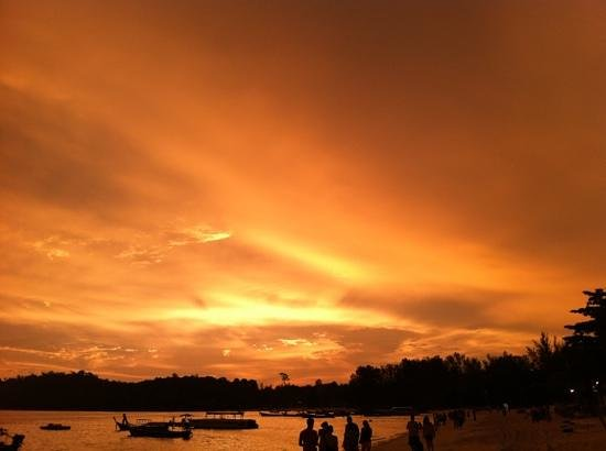 Sita Beach Resort & Spa: sunset at Koh Lipe